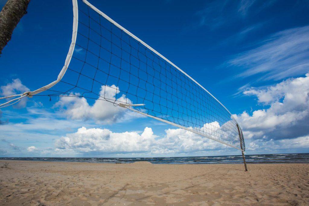 Holiday home Nitaiga beach volleyball net